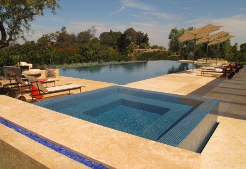Questar-Pools-Spas-San-Diego-limestone_8096